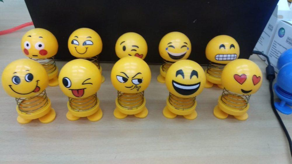 Distributor grosir boneka pajangan spring emoji