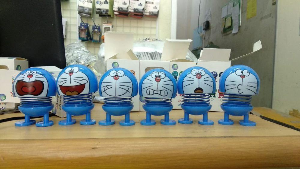Distributor termurah boneka pajangan bergoyang doraemon
